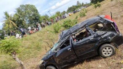 Terlibat Kecelakaan, Dua Mobil di Bone Terguling ke Sawah
