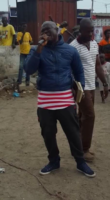 Photos: Is Ghanaian boxer, Bukom Banku now an Evangelist? He was seen preaching on the street