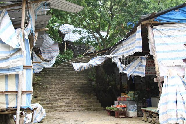 Visitar o PAGODE DO PERFUME, uma viagem a Nui Huong Tich | Vietname