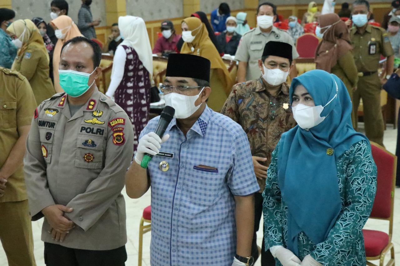 Bupati Tanjab Barat Melaksanakan Gerakan Serempak Pekan Vaksinasi Lansia Se-Provinsi Jambi