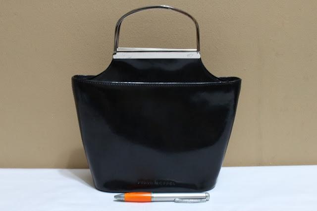 Jual tas tas second bekas branded original murah dari Singapore Original  Authentic dengan harga yang kompetitif 990e87b3a0