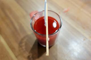 Kerzen wirken farbig besonders schön. Einfarbig oder in Schichten sind sie ein ansprechendes Geschenk