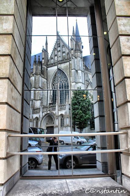 Autoportret într-o piaţã din Bruxelles-blog-FOTO-IDEEA