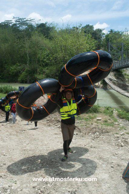 Melewati 3 Jeram Ekstrim dan Loncat dari Ketinggian 6 Meter, Sensasi Rahayu River Tubing