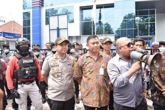 Kapolres Pasuruan Kota Pantau Langsung Aksi Demo Forum Pasuruan Bersatu