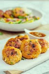 Easy fish cakes with Thai salad