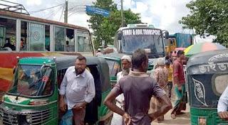 হবিগঞ্জে সড়ক দখল করে অটোরিক্সা স্ট্যান্ড