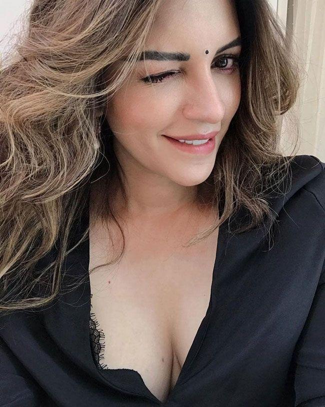 Actors Gallery: Shama Sikander Looks Pretty In Black Dress