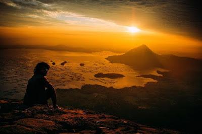 foto sunrise di puncak gunung lembu