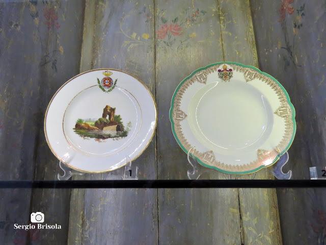 Close-up de duas peças de Louças da Família Real - Palácio dos Bandeirantes - São Paulo
