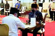 Presiden Indonesia Jokowi Serahkan Zakat Sekaligus Luncurkan Gerakan Cinta Zakat