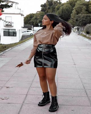 outfit casual con minifalda negra