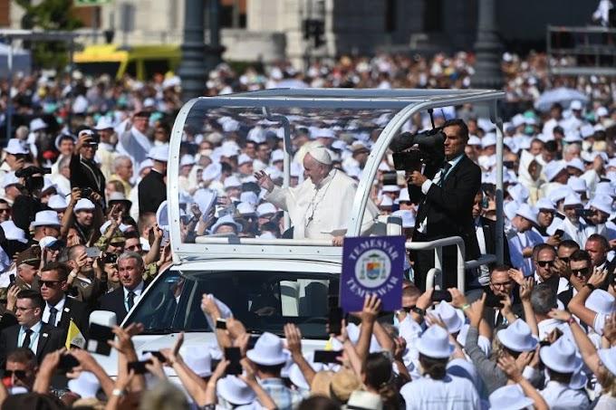 Alázzák a kommentelők a The New York Timest, amely azt írta, Ferenc pápa Romániában járt Budapest helyett