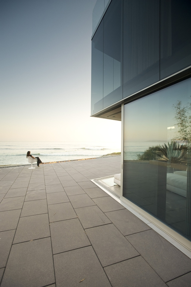 Picture of large terrace overlooking the ocean