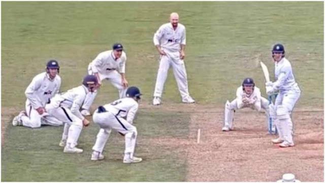 एक विकेट के लिए पूरी टीम ने मिलकर बल्लेबाज को घेर लिया, देखिए क्रिकेट की सबसे रोमांचक पिक्चर
