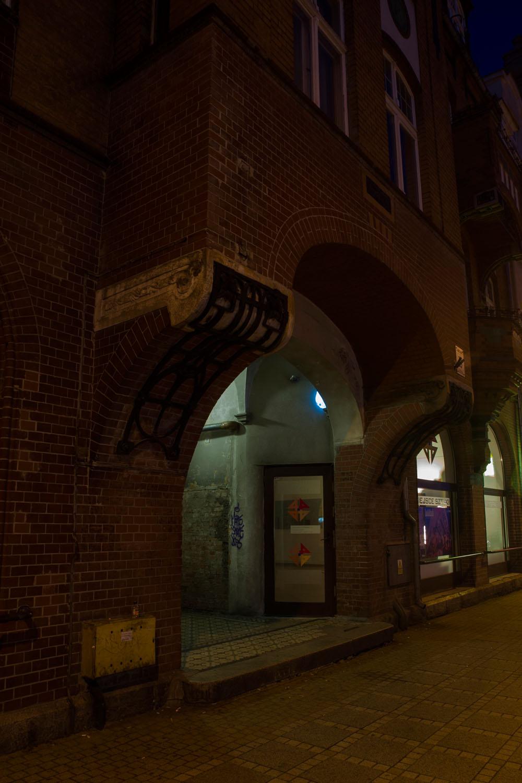 """""""Płochy"""" instalacja interaktywna, wystawa pt. """"Habitat"""", FAMA 2014, miejsce sztuki44, Świnoujście, Polska"""