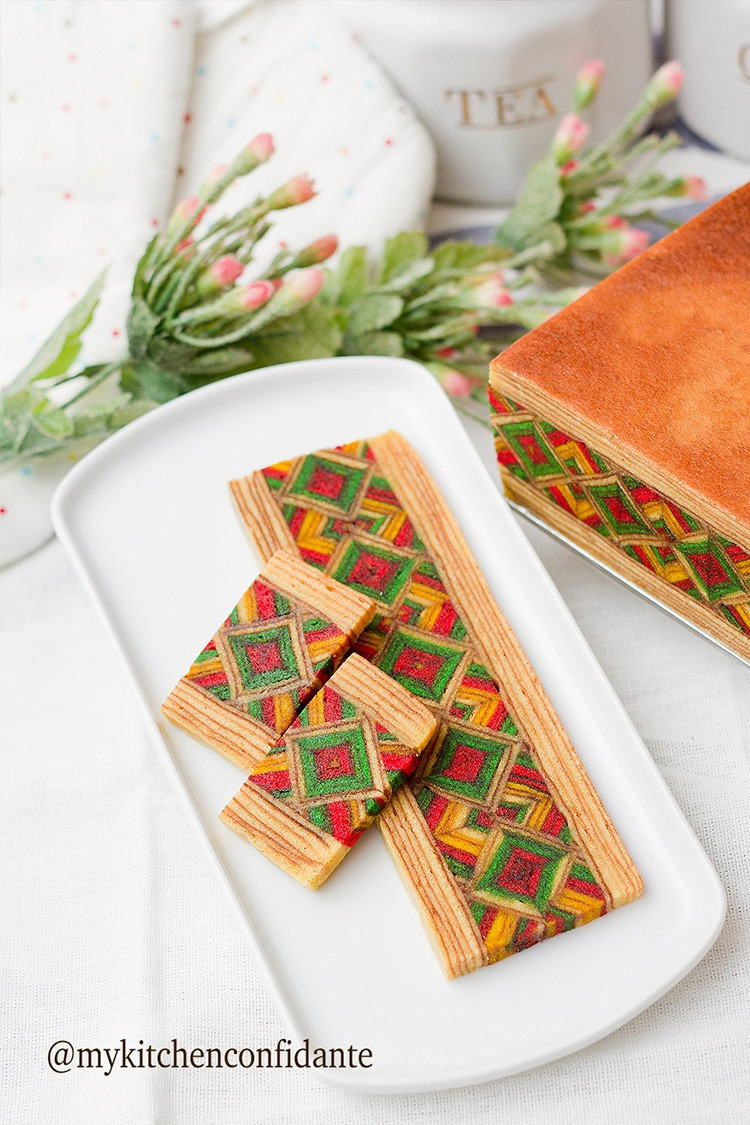 Layers Cake With Geometric Patterns