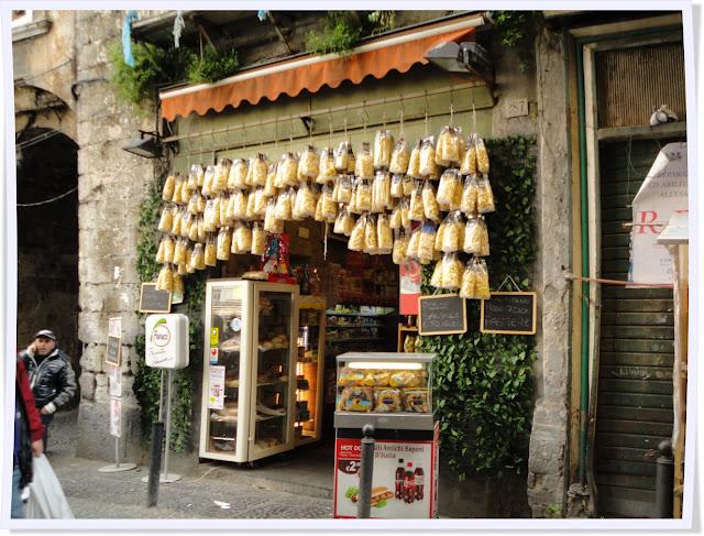 Naples, Italie, ruelles, château