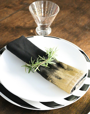 http://www.akailochiclife.com/2015/11/diy-it-gold-edged-dinner-napkins.html