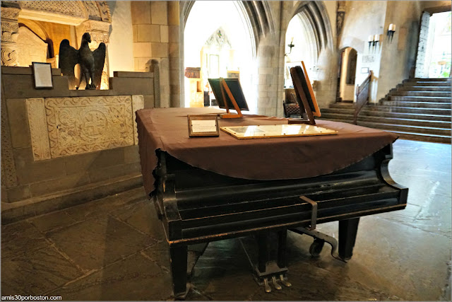 Piano de Cola en el Great Hall del Castillo Hammond, Gloucester