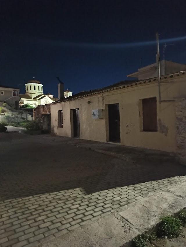 Φωτογραφίες σε παλιά σπίτια από την βόλτα μας στα Καλύβια