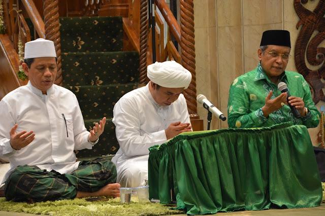 20 Dalil Peringatan Maulid Nabi Muhammad SAW