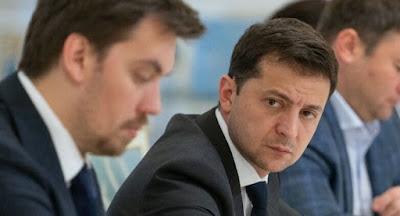 """Рейтинги Зеленського, """"Слуги народу"""", Верховної Ради та Кабміну стрімко падають"""
