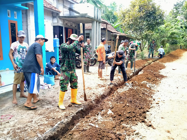 Pipa Air Bersih Bersumber Dari Desa Gunung Wuled Mengalir Ke Panunggalan