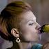 Η Πέννυ Μπαλτατζή δίνει «Ένα Φιλί»