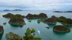 pesona-wisata-alam-raja-ampat-papua