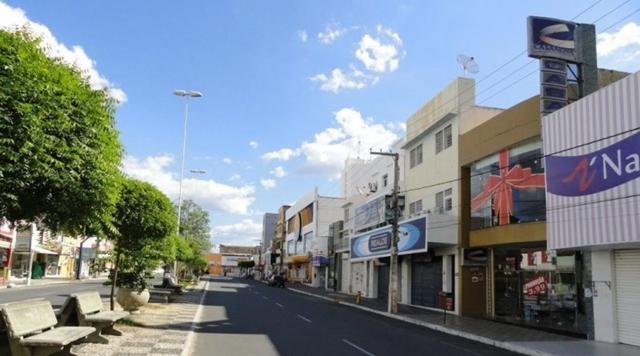 Novo Decreto: Lojas de varejos e serviços no centro e nos bairros da cidade, abrem em horário comercial, 08hs às 18hs