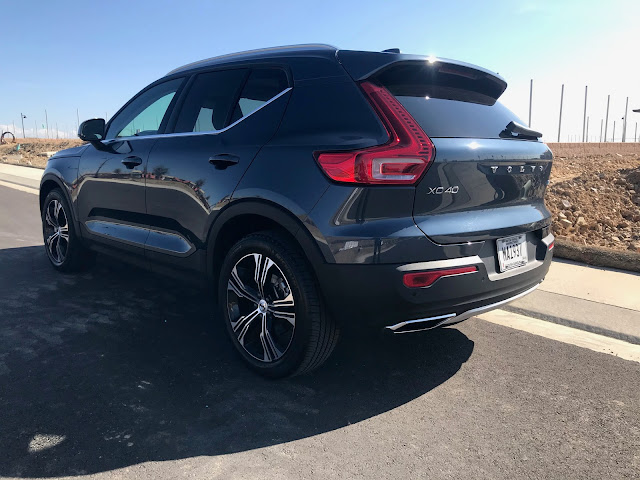 Rear 3/4 view of 2020 Volvo XC40 T5 AWD Inscription