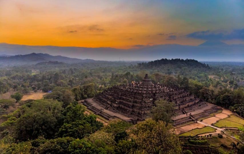 15 Potret Keindahan Wisata Alam di Indonesia Versi Jejak Unik
