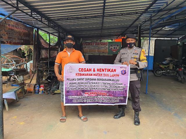 Personil Polsek Sematu Jaya Sosialisasi Karhutla di Desa Wonorejo