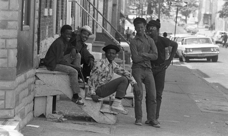 39 Black And White Photos That Capture Street Scenes Of Baltimore