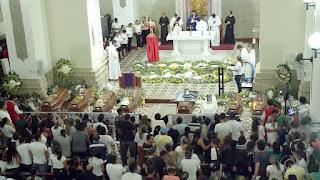 Paraibanos mortos em acidente na BR-251 em Minas Gerais são enterrados na PB.