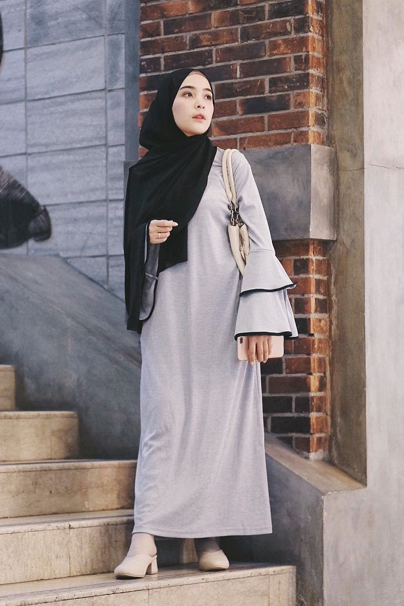 cewek mansi dan imut jilbab hitam
