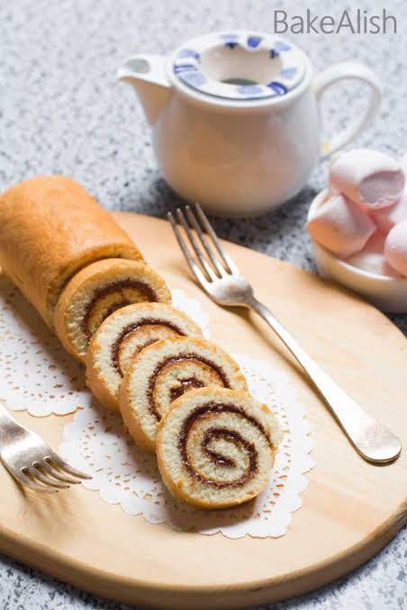 Make a Delicious Swiss Roll Cake