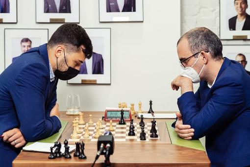 Dominguez a joué une longue partie et a dominé le nouveau venu du tournoi Dariusz Swiercz - Photo © Austin Fuller