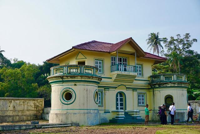 Istana Sultan Abdurrakhman Muazzam Syah Pulau Penyengat