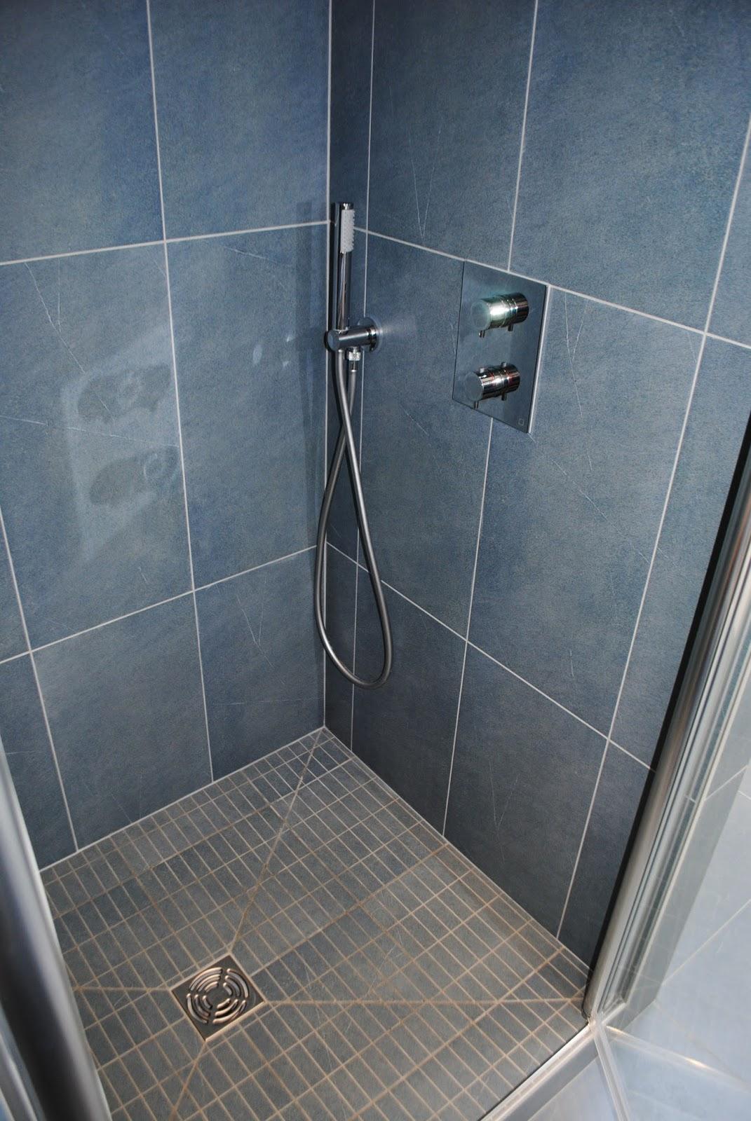 creation de salles de bains douche a l 39 italienne et amenagements interieurs installation d. Black Bedroom Furniture Sets. Home Design Ideas