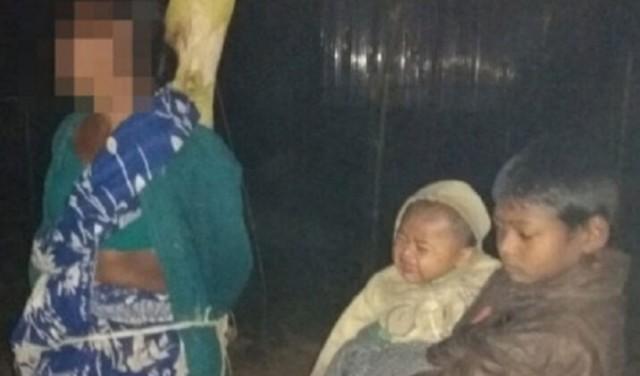 চুরির অভিযোগে হিন্দু মহিলাকে গাছে বেঁধে মারধর, দুধ খেতে না পেয়ে শিশুর কান্না