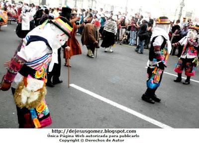 Foto en pasacalle de Tunantada alrededor de la Plaza Mayor de Lima. Foto de Tunantada de Jesus Gómez