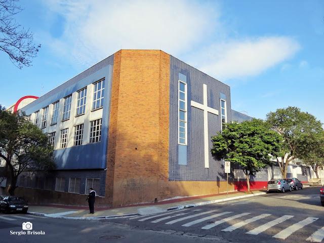 Vista ampla da ala nova do tradicional Colégio São Francisco Xavier no Ipiranga