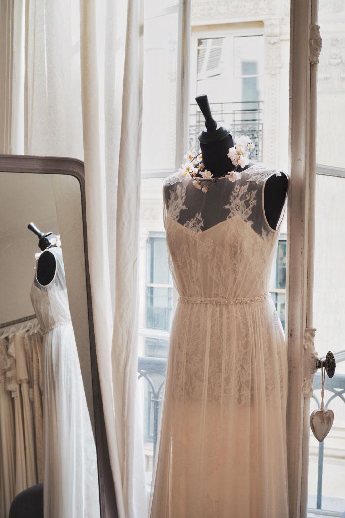 Essayage de robes de mariée à Paris