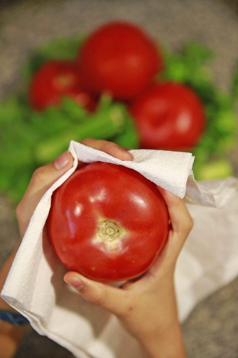 La sencilla forma de conservar los tomates sin que se pudran