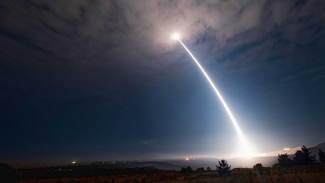 EE.UU. lanza un misil balístico intercontinental de la Guerra Fría