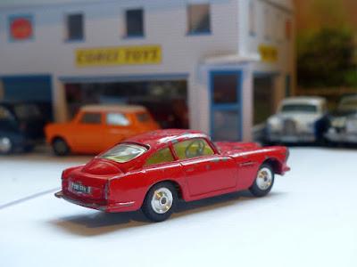 218 Aston Martin DB4