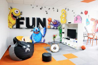 Aranżacja chillout room, artystyczne malowanie ścian w pokoju relaksacyjnym, firmowy pokój wypoczynkowy chillout room, graffit 3D