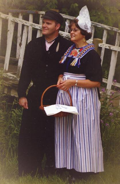 Folkcostume Amp Embroidery Costume Of Volendam North Holland